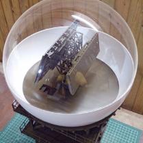 Полусфера из оргстекла, образец диаметром 30 см в составе экспоната